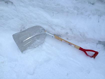 雪かきスコップが売り切れでも大丈夫!身近な代用品で非常時もOK[未分類tags]