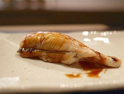 お寿司は手で食べる?箸で食べる?正解と理由について雑学 1