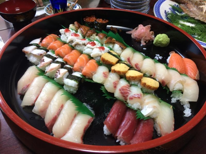 お寿司は手で食べる?箸で食べる?正解と理由について雑学 2