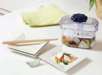 一人暮らしの健康を気遣うプレゼント「小型漬物器」[料理tags] 1